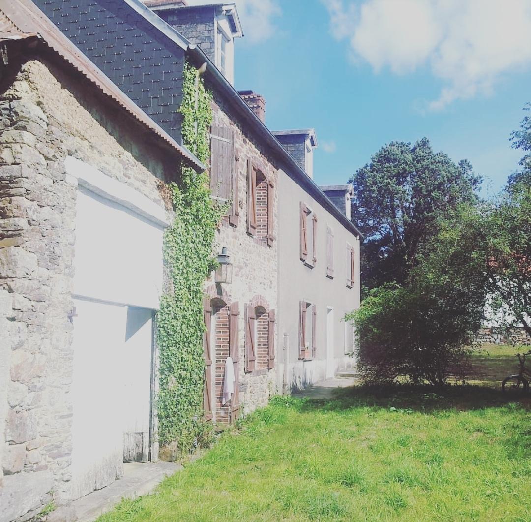 la_haye_cottage_Normandie_facade_longere